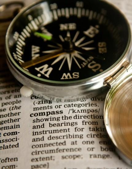 kompas na słowniku języka angielskiego